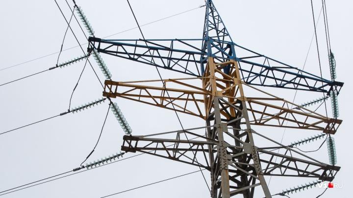 «Сидим без света с грудными детьми»: волгоградцев оставили без электричества из-за долгов соседей