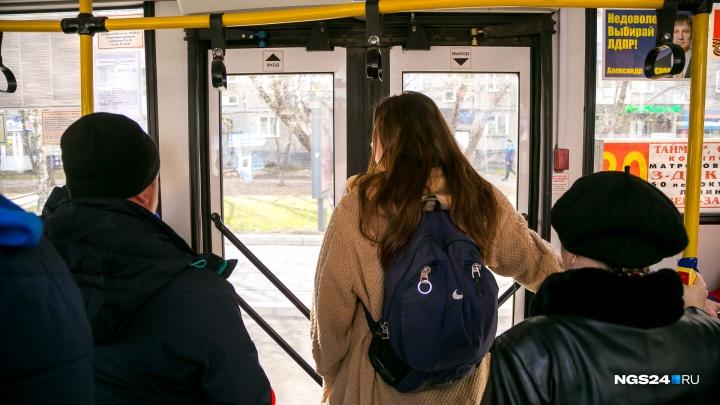 Еще на четырех автобусных маршрутах разрешили расплачиваться банковской картой и через телефон