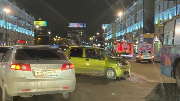 На Свердлова молодой отец без прав попал в ДТП, в котором пострадал его маленький ребёнок