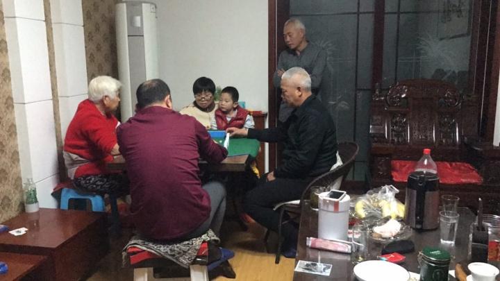 Рис еще есть, а овощи заканчиваются: как семья китайцев неделю живет в изоляции из-за коронавируса