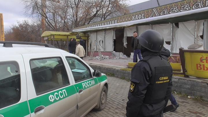 На Эльмаше снесли кафе восточной кухни, с которым чиновники боролись три года