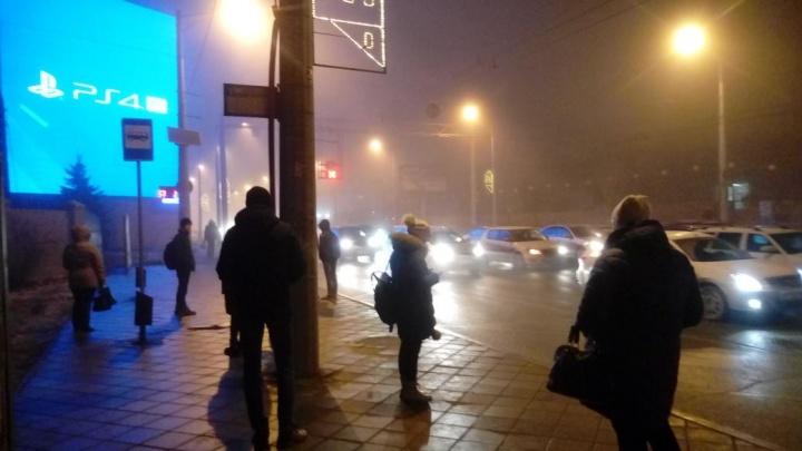 В городском дептрансе объяснили демонтаж остановочных павильонов на улицах города