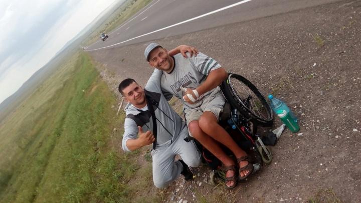 Инвалид-бодибилдер из Ачинска вернулся домой из путешествия на коляске в Абакан