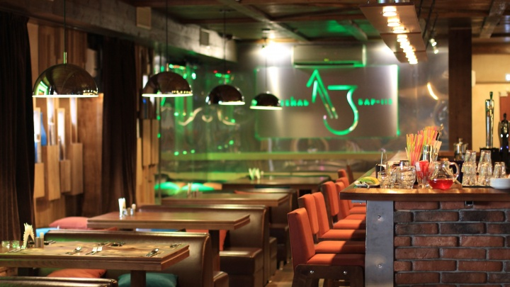Можно пошуметь: суд отказался запрещать бару в центре Новосибирска работать по ночам
