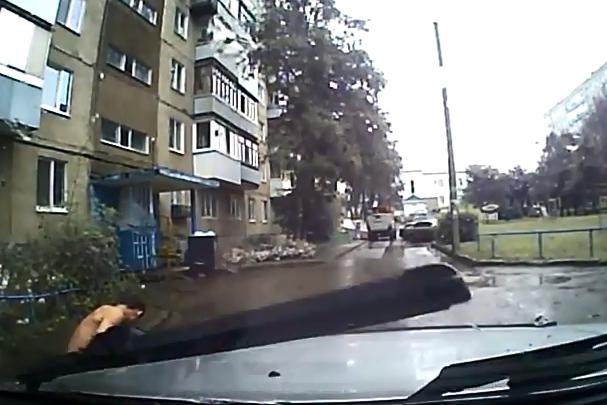 «Скорую вызывай! Убить меня хотели!»: уфимский таксист спас прохожего