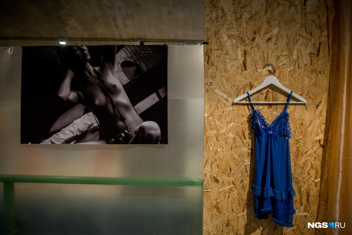 Ню и тела: репортаж с открытия выставки эротических снимков