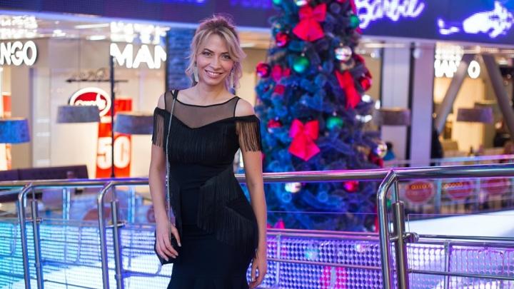 Блеск металла и бархатный шик: выбираем платье для новогодней вечеринки вместе с 74.ru