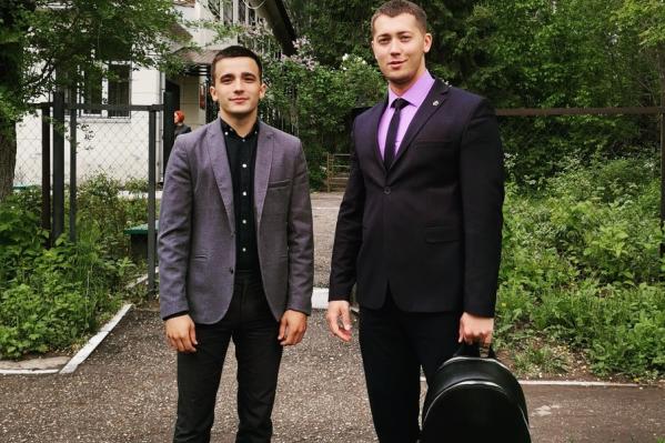 Сергей Семёнов (слева) скоро перестанет отмечаться в УФСИН и сможет снова гулять поздними вечерами