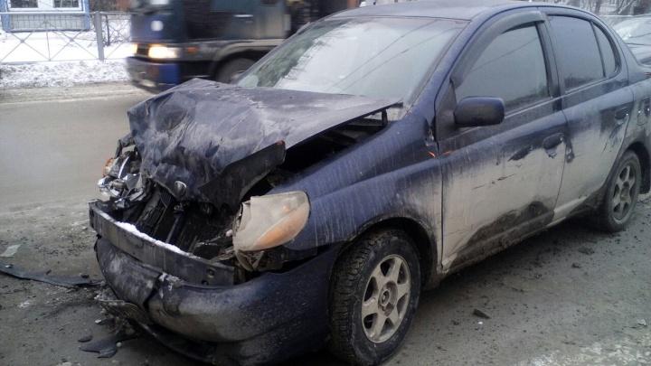 Пассажирка Toyota Platz пострадала в аварии на улице Бориса Богаткова