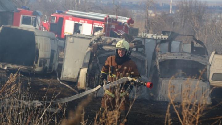 Столб дыма от пожара на Котельникова ночью напугал проснувшихся красноярцев