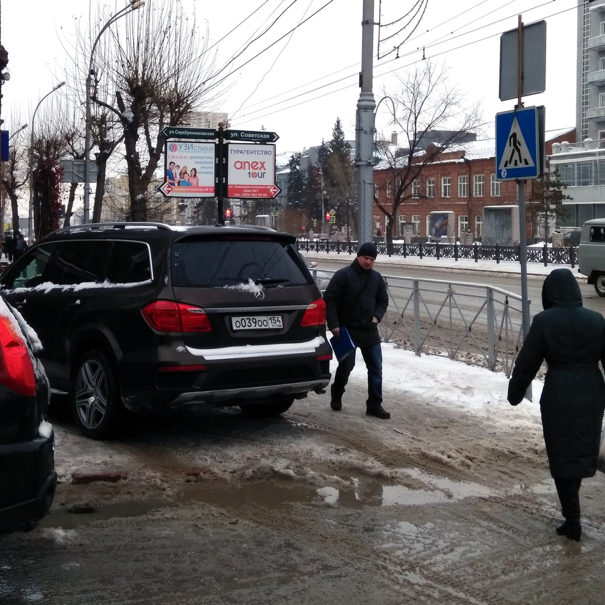 «Я паркуюсь как чудак»: Mercedes ООО —хозяин Красного проспекта