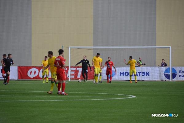 «Енисей» в домашнем матче победил «Анжи» со счётом 3:0
