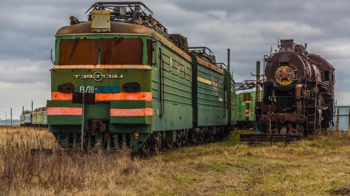 Только для читателей E1.RU: фоторепортаж с секретной базы на Урале, где хранятся старинные поезда
