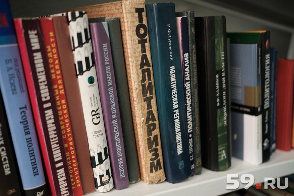 Один из способов передать другим поколениям накопленный опыт — книги