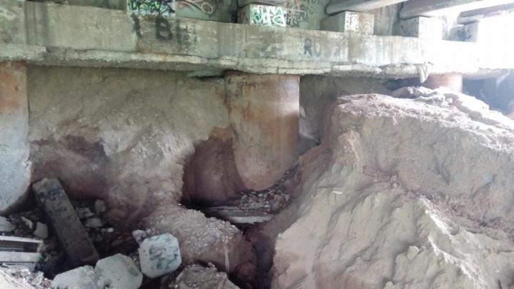 «Планируется восстановление моста»: в Перми речка подмыла опоры Средней дамбы