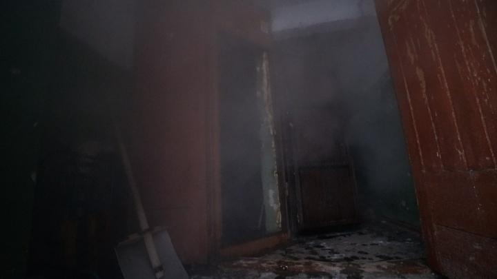 СК опубликовал кадры, снятые внутри пермского отеля «Карамель», где погибли пять человек. Видео