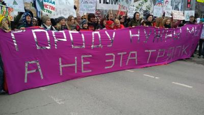 «Городу нужны мы»: участники «Монстрации» прошли по Красному проспекту