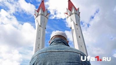 Праздничная молитва и ароматный плов: мусульмане Уфы отмечают Ураза-байрам