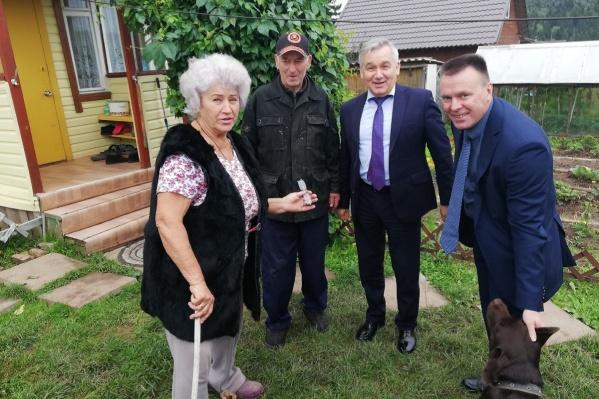 Руководство службы спасения навестило пенсионеров, пять суток блуждавших по лесу