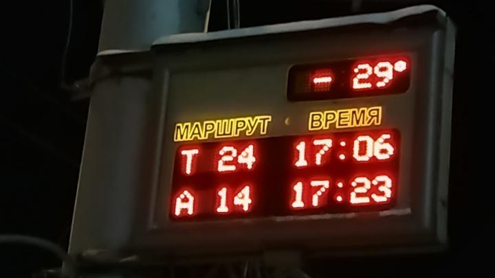 Автобуса нет 5 часов: около площади Калинина вышли из строя электронные табло