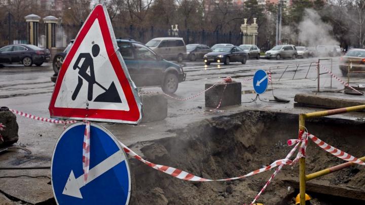 Возле инфекционной больницы раскопали дорогу