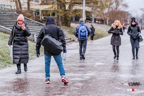 Фигурным катанием лучше заняться в «Орленке», но не на улице, да еще в кроссовках