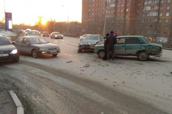ДТП произошло в 19:00, сообщает «Автоспас»
