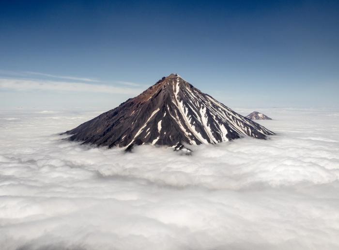 В нескольких десятках километров от Петропавловска-Камчатского — действующие вулканы