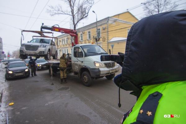 За несоблюдение ПДД авто увозят на штрафстоянку