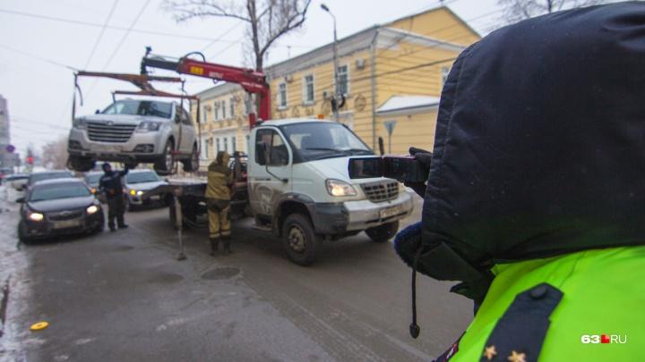 В МВД объяснили, почему у Самарской филармонии продолжают эвакуировать машины