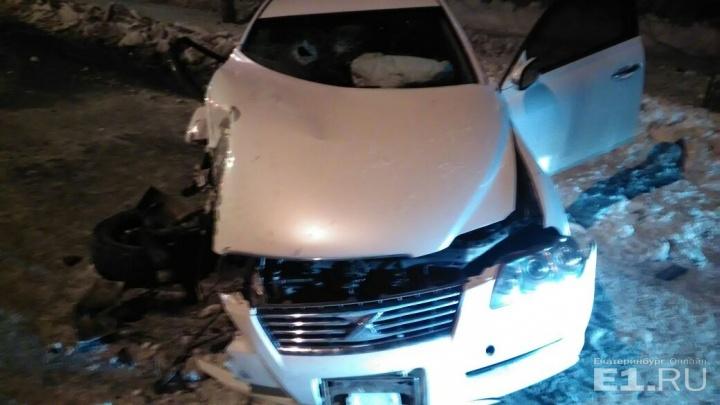 ГИБДД ищет очевидцев аварии на Бардина, где иномарка улетела в берёзу