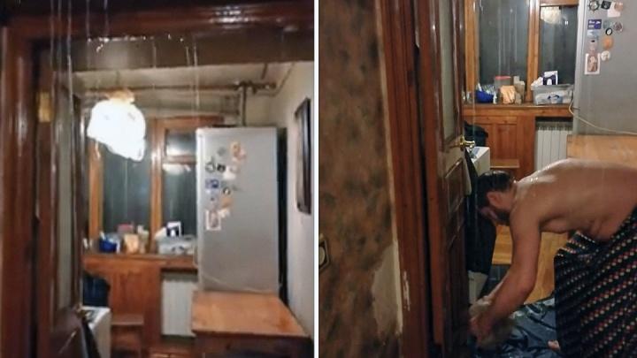 «Ливень, но без грома»: видео сильного потопа в одной из ростовских квартир появилось в Сети