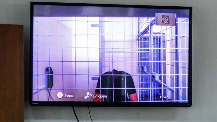 «Сильно скучает и раскаивается»: суд оставил под стражей лидера молодогвардейцев Рената Булатова
