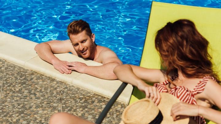 Целый чемодан интимных проблем: чем опасен летний отдых для холостяков и женатых мужчин