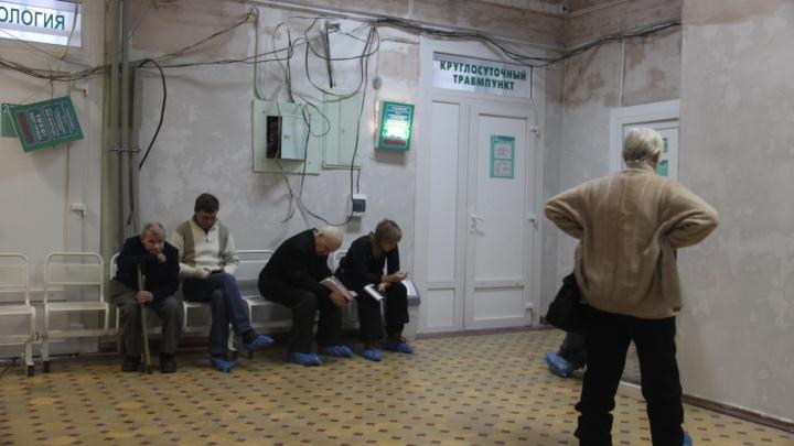 Покатились: в Новосибирске появились первые жертвы гололёда — они ломают руки и ноги