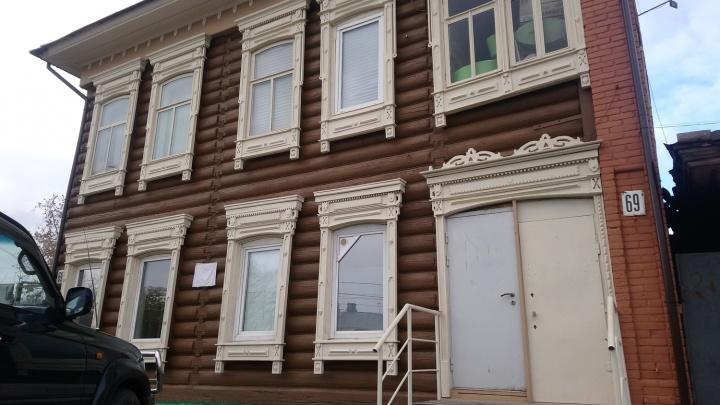 Омичи своими силами отреставрировали дореволюционный дом в центре города