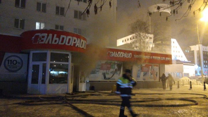 В Уфе загорелся магазин «Эльдорадо»: эвакуировали 30 человек
