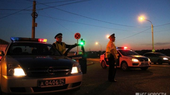 Неадекватный водитель въехал в толпу школьников и похитил свидетеля ЧП