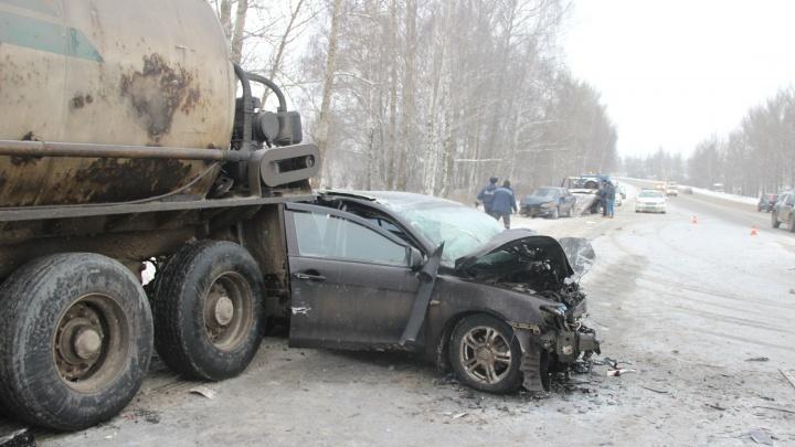 Гаишники назвали причины массового ДТП на выезде из Ярославля: кадры с места аварии