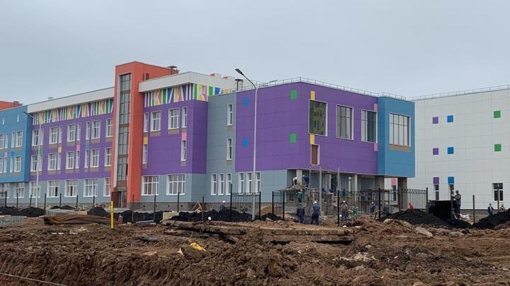 «Строители клянутся, что успеют»: как выглядит новая школа в Уфе за 10 дней до сдачи