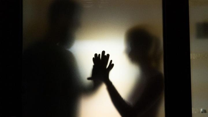 «Неудовлетворённая женщина страшнее террориста»: реакция омичей на статью о мужчине по вызову