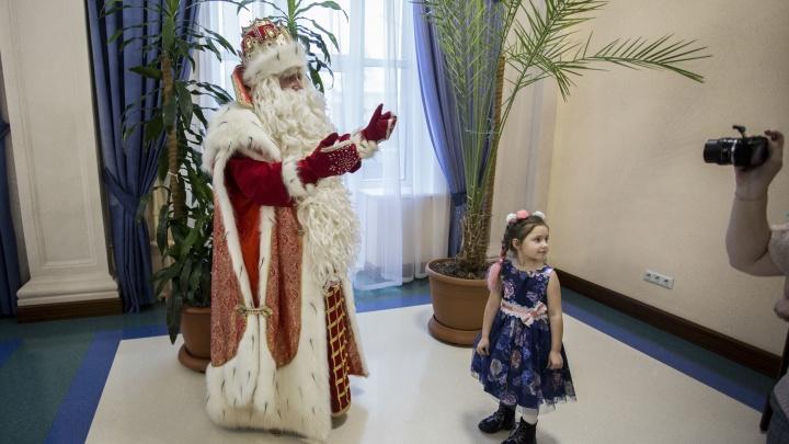 Прилетел вдруг волшебник: в Новосибирск из Великого Устюга приехал настоящий Дед Мороз