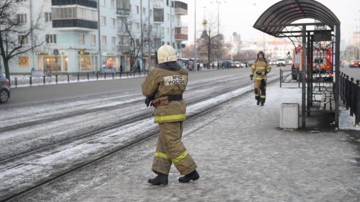 «Держал семью в заложниках»: в центре Екатеринбурга мужчина угрожал взорвать дом