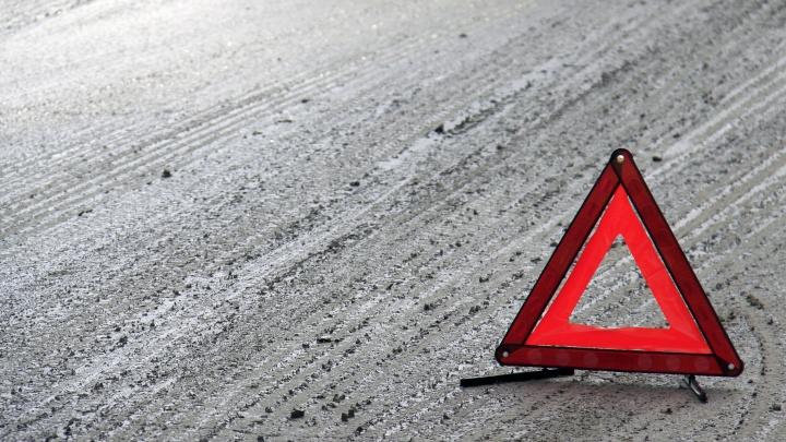 Audi перевернулась на трассе: два человека попали в больницу