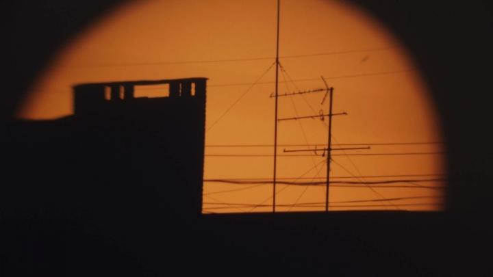 Пасмурная погода помешала волгоградцам увидеть Солнце с «откушенным» краем