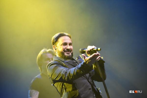 Билеты на концерт Стаса Михайлова стоили недешево, средняя цена — почти пять тысяч рублей