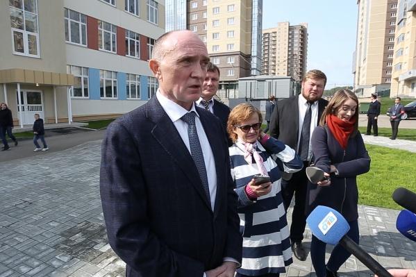 Вопрос о деле ФАС губернатору удалось задать после линейки в одной из школ города