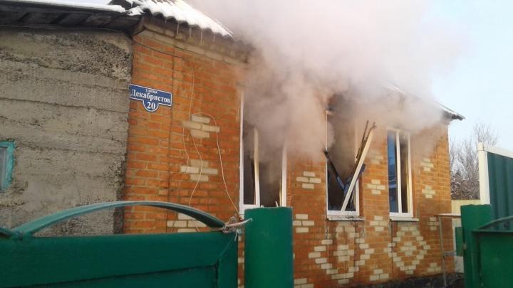 В Ростовской области в пожаре погибли мать и сын