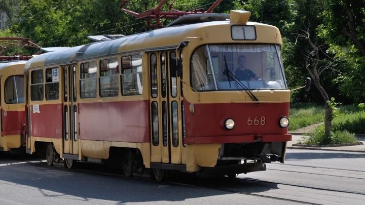 """""""Где вообще право на отдых?"""": екатеринбуржцев ночью разбудили удары кувалдой у трамвайной развязки"""