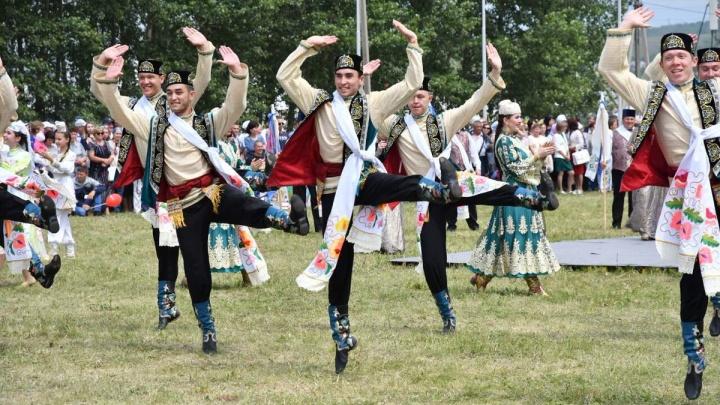 Мужские танцы, скачки и тысячи зрителей: как прошел Всероссийский Сабантуйпод Самарой